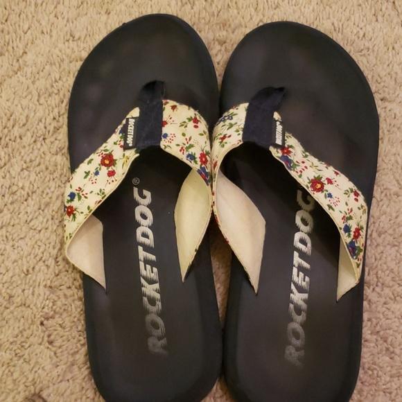 Rocket Dog Shoes - Floral flip flops